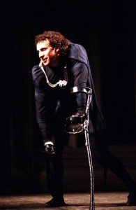 Shakespeare (whose political bread was firmly buttered on the side of Queen Elizabeth, descendent of Henry VII who overthrew Richard III [Anhony Sher in 1984 RSC production, image credit: http://www.telegraph.co.uk/culture/theatre/9837887/Richard-III-15-actors-who-have-played-the-hunchback-king.html?frame=2467624]