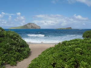 Pic 4 -- beach and small islands offshore--south of Kailua on Oahu