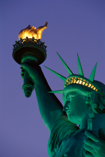 Statue of Liberty at night [image credit: Guide TravelTourism http://guidetraveltourism.com/?attachment_id=2846]