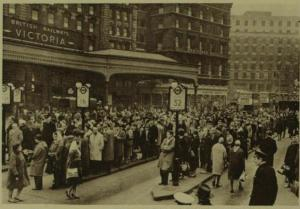 Queues at Victoria bus station during the strike. London Illustrated News, February 3rd 1962. [Pirate Omnibus] https://pirateomnibus.files.wordpress.com/2014/02/victoria-station-illustrated-london-news-february-3-1962.jpg